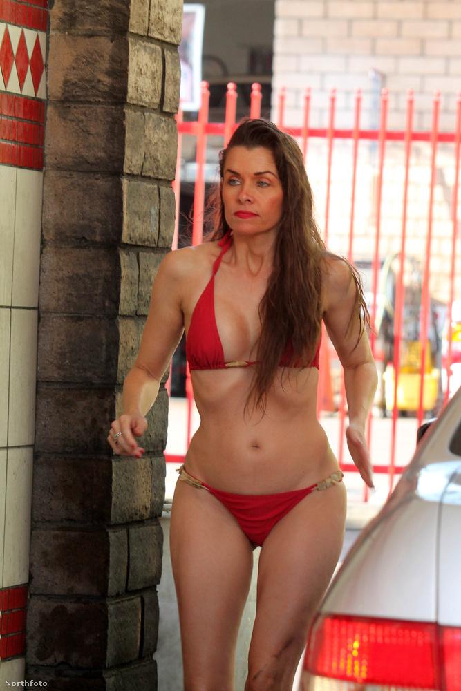 Alicia Arden viszont azt bizonyította be egy roppant kínos fotósorozaton, hogy a bikinis autómosás sem mindig szexi.