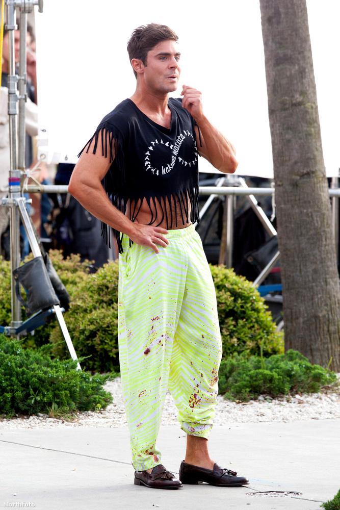 És akkor még egy meglehetősen furcsa kép, ezúttal Zac Efronról, akinek viszont van mentsége, ez a fotó ugyanis egy forgatáson készült róla