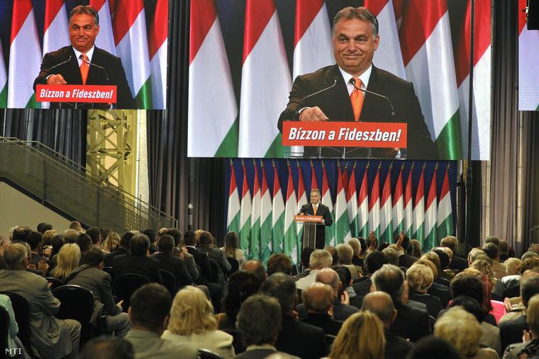 Orbán Viktor beszédet mond a Fidesz-KDNP országos választási kampányértékelő rendezvényén.