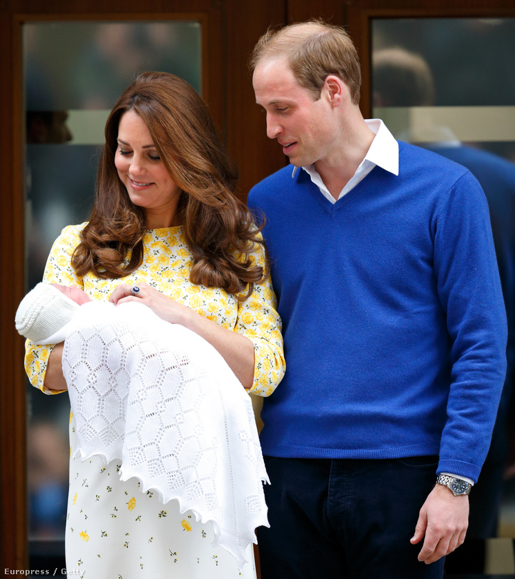 Egész nap arra vártunk, hogy Az ajtón végre kijöjjön a királyi pár, és megmutassák a lányukat