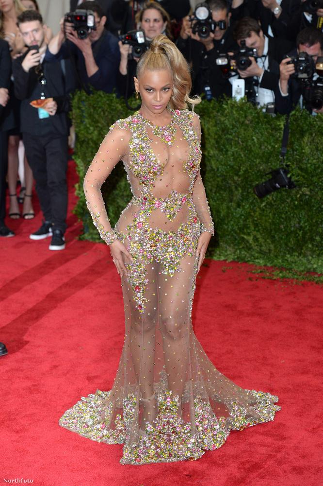 de ez a ruha teljesen átlátszó.