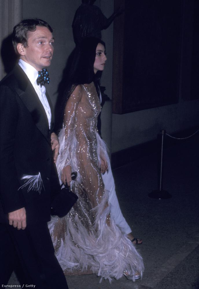 Instagramján amúgy azt írta, Cher 1974-es, MET-gálán viselt ruhája inspirálta, nem pedig Beyoncé 2012-es szettje
