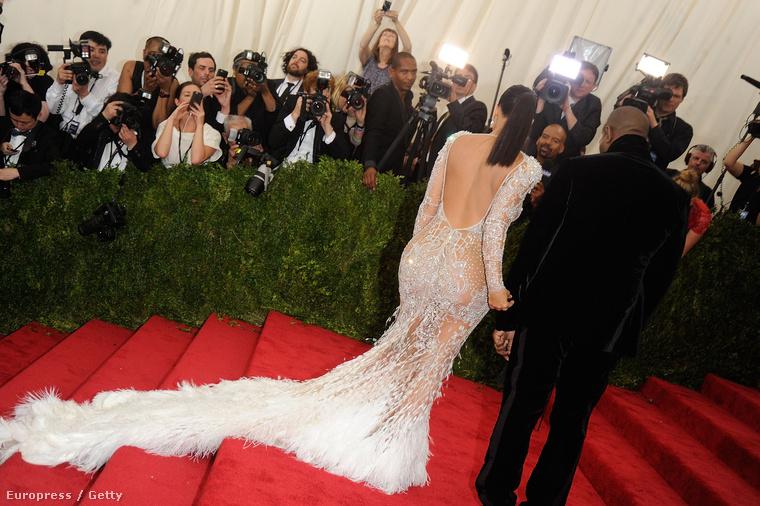 Egyre biztosabb vagyok benne, hogy Beyoncé vagy Jennifer Lopez jövőre már ruhát sem vesz majd fel a MET gálára