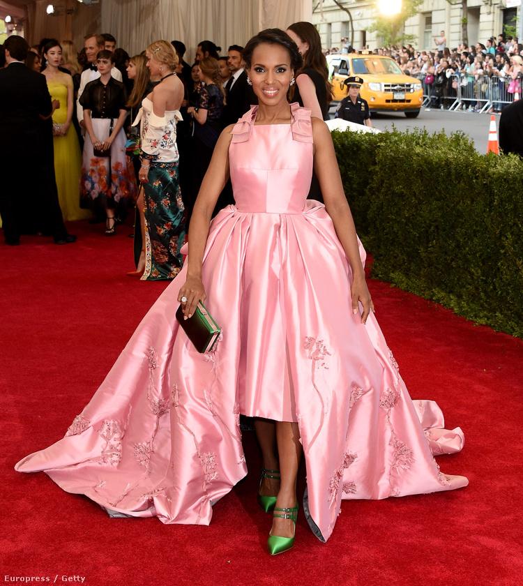 Kerry Washington szintén színésznő, szintén kritizálták, szintén egy Prada ruhát viselt