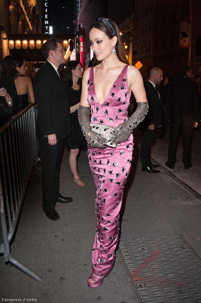 Olivia Wilde színésznő a Pradától kapott estélyit, de nem aratott nagy sikert, bár a legtöbben a kesztyűjét kritizálták
