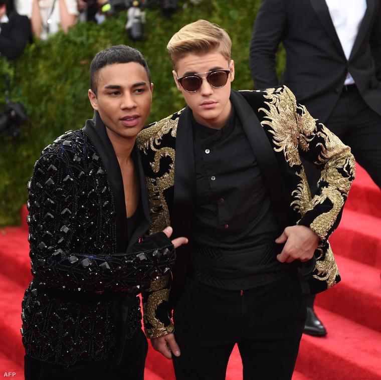 Na és akkor a végére mindannyiunk kedvence, Justin Bieber, aki Olivier Rousteing nevű haverját vitte el a bálba