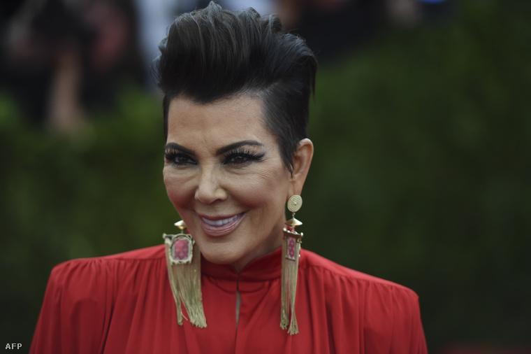 Ez a kép sajna különösen rosszul sikerült Kris Jennerről, de el se tudjuk képzelni, mi történhetett az arcával