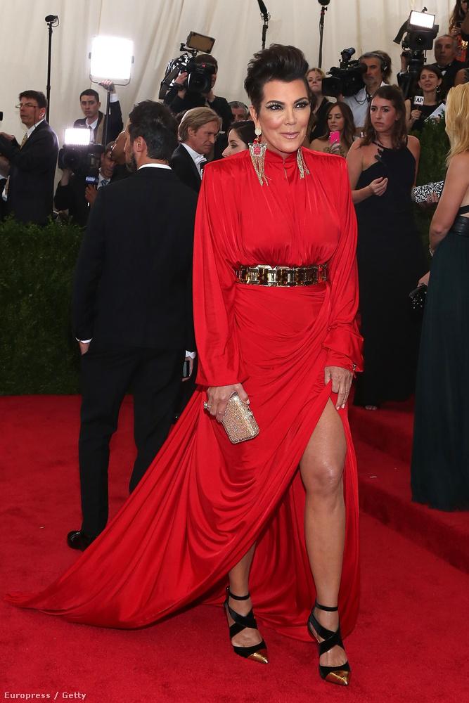 Na de nézzük sorban tovább a legszerencsétlenebb öltözékeket, kezdve Kris Jenneren, aki a Kardashian realityceleb-klánból az anyuka