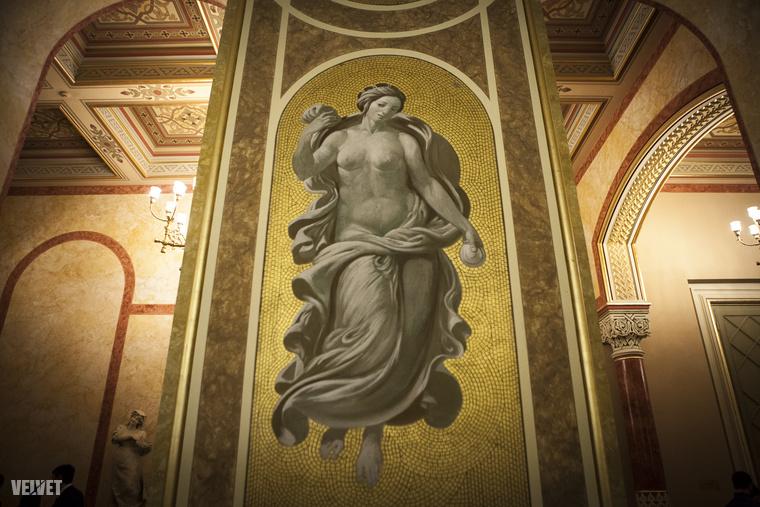 1913-ban itt tartották a Nők Választójogi Szövetségének világkongresszusát, ami elég menő.