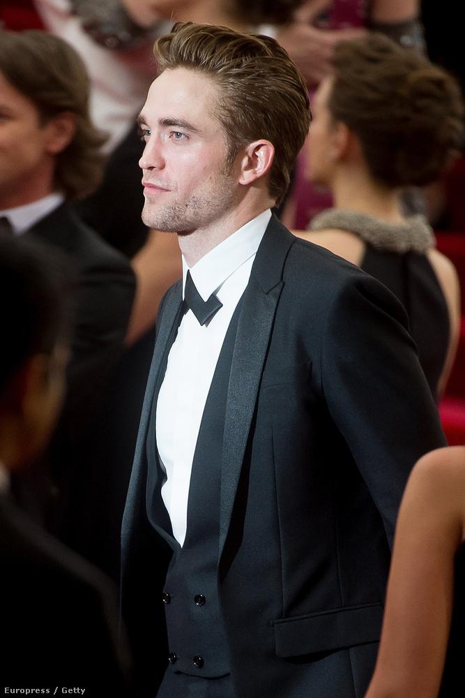 Ilyen szép volt a MET-gálán Robert Pattinson.