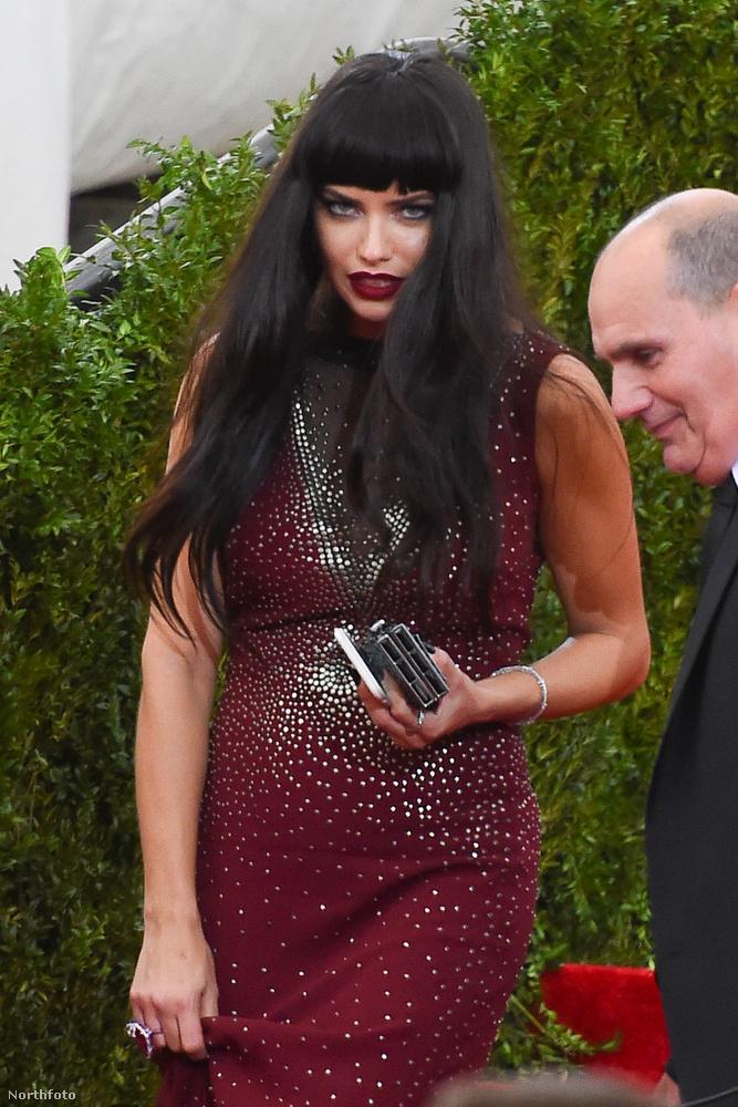 Akár hiszik, akár nem, ezen a képen nem egy kistérségi Depeche Mode Klub rezidens bálkirálynője, hanem Adriana Lima bugyimodell látható.