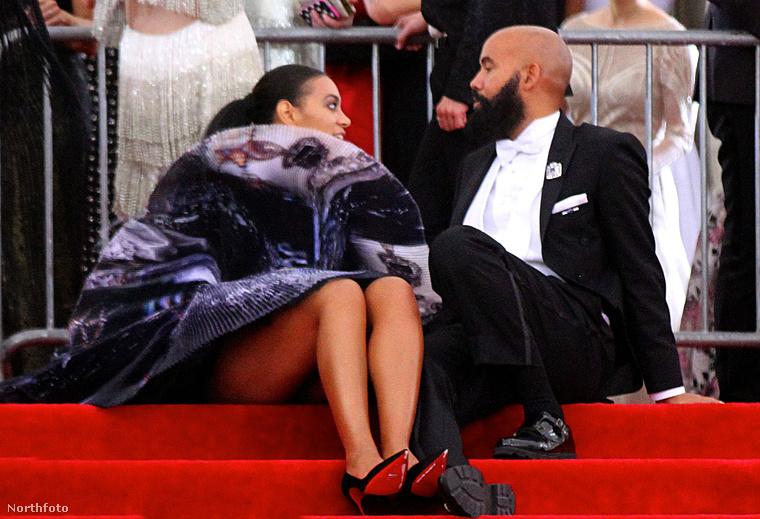 Solange Knowles, az énekesnő Beyoncé húga is a férjével ücsörgött, csak neki a feneke alja is kilátszott.
