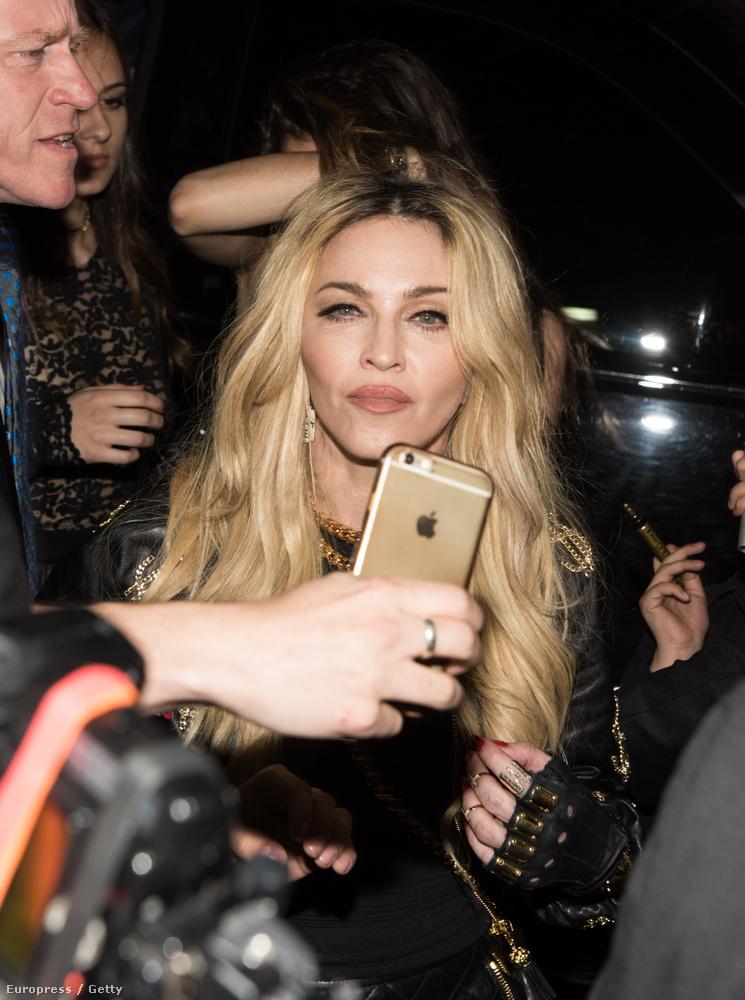 Madonna jennerizált ajkakkal készül a bál utáni bulira, és a fejénél is érdekes dolgok történnek.