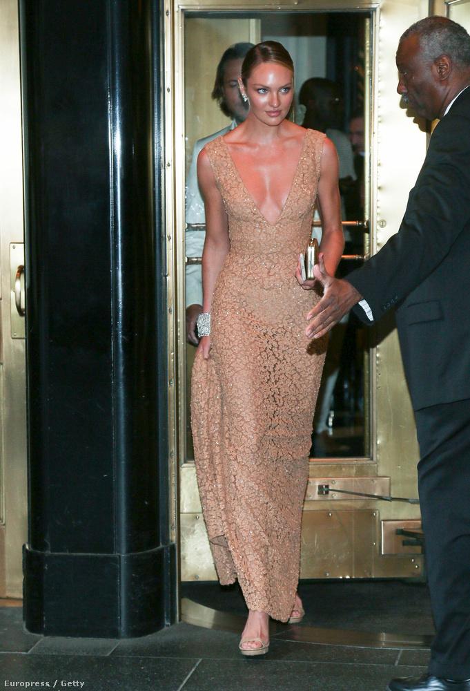 Candice Swanepoel bugyimodell valószínűleg gyalog jött le a huszonhatodik emeletről.