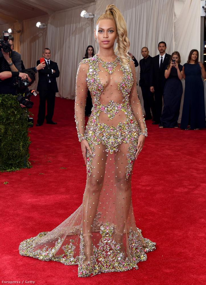 Ő viszont a világ egyik legbefolyásosabb híressége, Beyoncé, aki az amerikai elnök ebiktatásán is énekelt