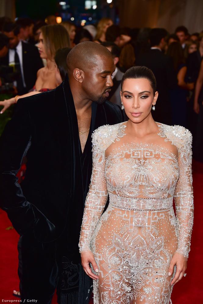 Ellenben a rengeteg bőrfelületet megvillantó Kardashiannal, aki a szintén nagyon befolyásos férjével gálázott