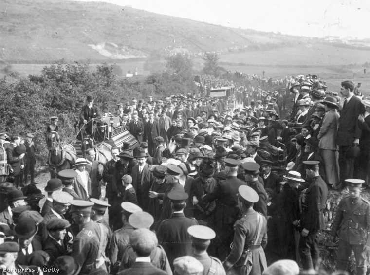 Gyászmenet Queenstownban, a Lusitania áldozatainak temetésén.