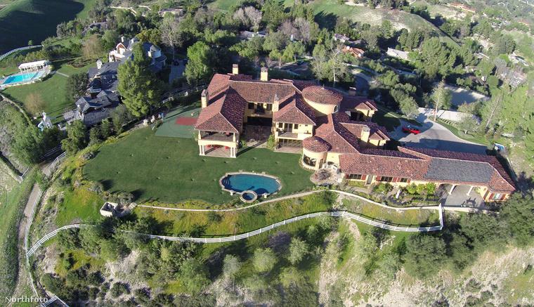 Ha már celebházak, akkor megmutatjuk Benedict Cumberbatch családi otthonát is