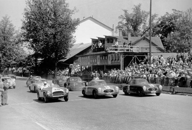 1952 májusában mind a három 300SL dobogós helyezést szerzett Bernben. Az első sorban Caracciola 16-os rajtszámmal, aki e futam után befejezte pályafutását