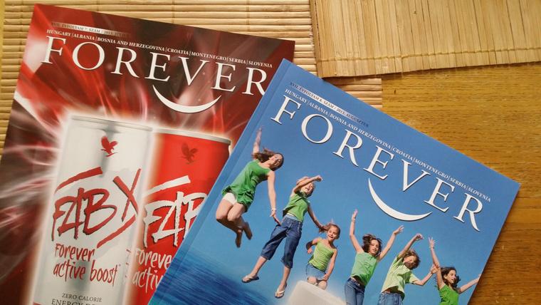 Az összes széken volt a Forever Alone régi magazinjaiból