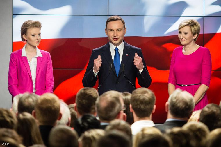 Andrzej Duda tart beszédet az eredmények kihirdetése után.
