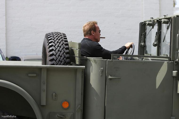 ezért ő csendben és köszönés nélkül lelépett a csodálatosan hatalmas harci járművével:(