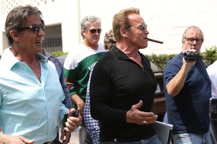 Pedig eleinte úgy tűnt, ez egy szép nap, Stallone és Schwarzenegger jól bezabáltak, utóbbi még rá is gyújtott egy ebéd utáni szivarra...