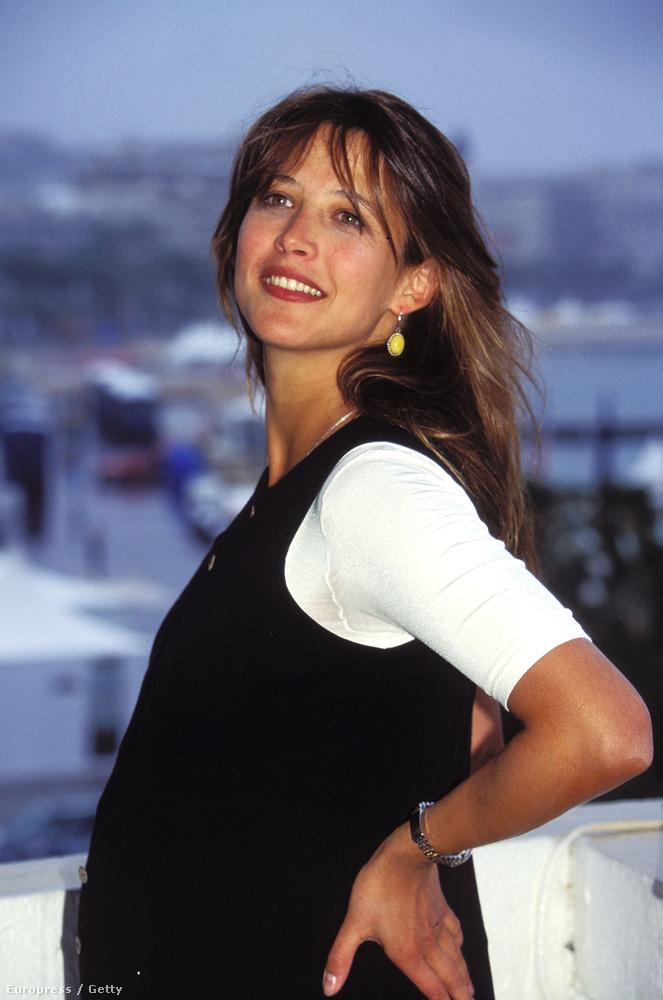 1995Ekkor várta első gyermekét, a Cannes-ban készült képen ez látszik is.