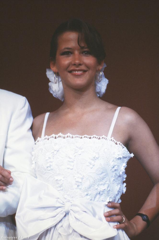 1983-banSophie Marceau még csak 17 éves volt, amikor először jelent meg Cannes-ban, de már a fél világ ismerte a nevét a Házibuli filmek főszereplőjeként