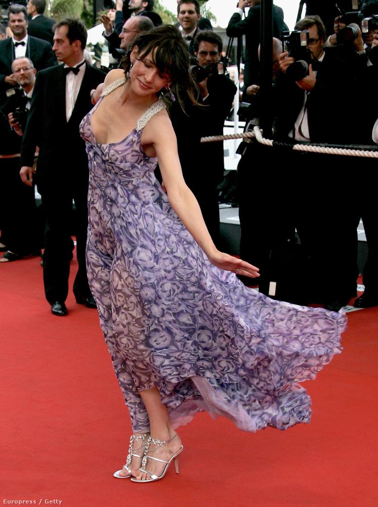 2006A Selon Charlie premierén, természetesen szintén Cannes-ban elég sokat bolondozott az ekkor már 40 éves színésznő.