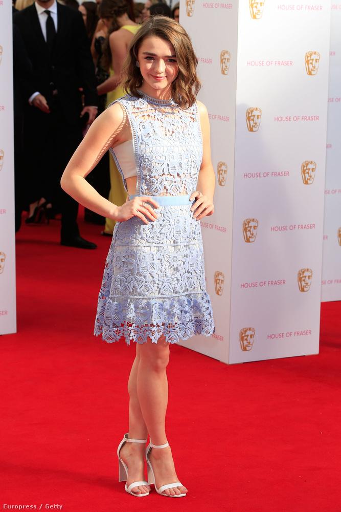 Maisie Williams színésznőt biztosan mindenki a Trónok harca című sorozatból ismeri, ami nem csoda, hiszen még csak 18 éves, a pályája elején van.