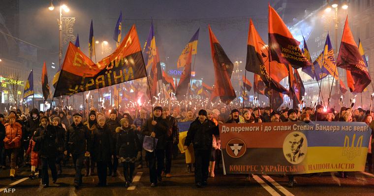 Kijevi nacionalisták vonulása Bandera emlékére január elsején