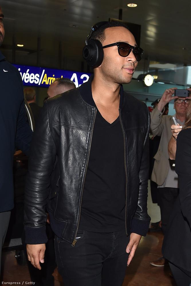 És valószínűleg ugyanazon a Los Angeles-ből érkező gépen utazott John Legend is,