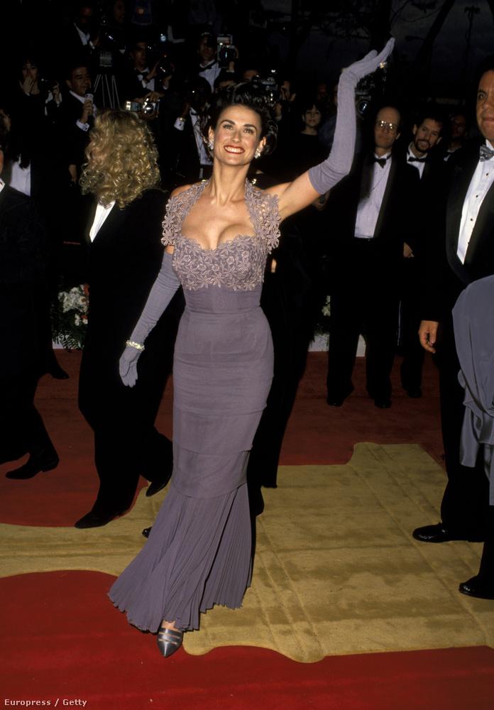 És hogy mit szólna ehhez az 1992-es, Oscar-díjátadón viselt ruhájához a mai Demi Moore?