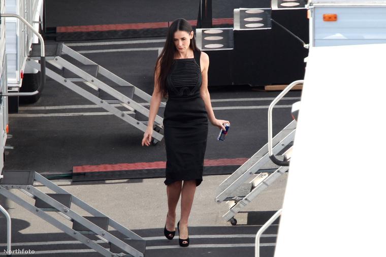 Ugyanakkor Demi Moore is meglátogatta leányát a lakókocsiban,