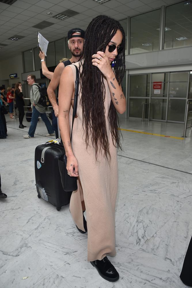 Zoe Kravitz nagyon korán érkezett, már tegnap le is fotózták a reptéren.
