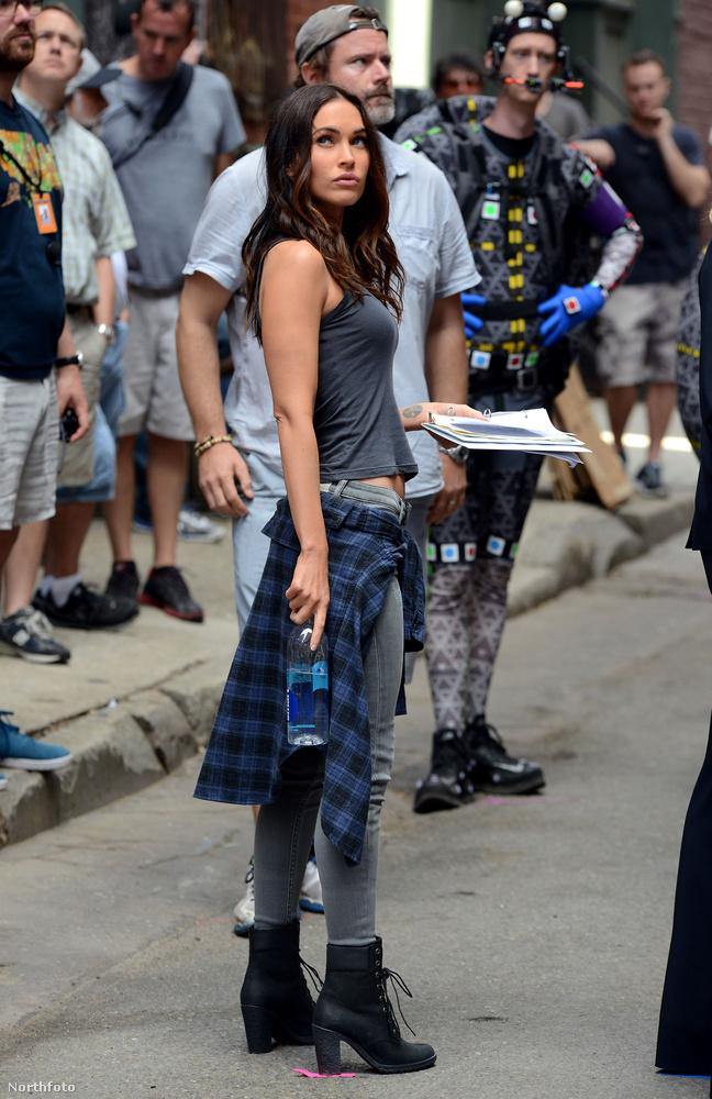 Na és akkor jöjjön a másik vonal, a főszereplő Megan Fox, aki a Transformers után megint egy igazán magas igényszintű mozifilmben tűnik fel