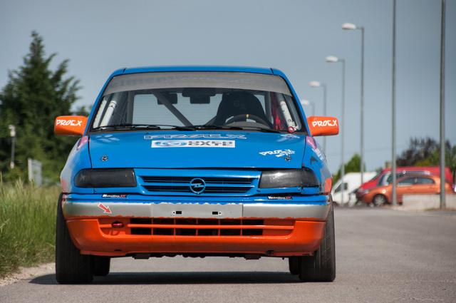 Mondjon bárki bármit, az F Astra jó kiállású autó. Főleg így