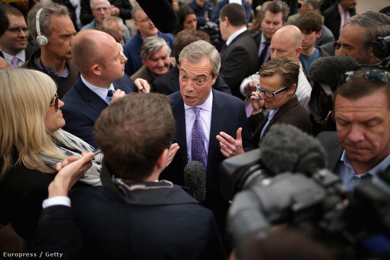 Farage lubickolhat