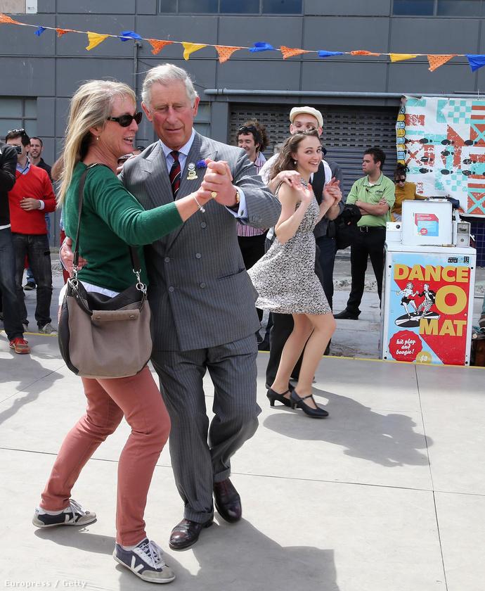 2012-ben így ropta Új-Zélandon egy Dance-O-Mat előtt