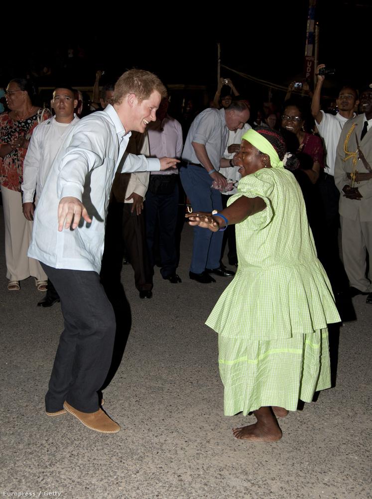 Ez a 2012-es bahamai látogatásán készült Harryről.