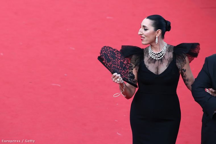 Vagy itt van például Rossy de Palma, spanyol színésznő, aki közel sem egy klasszikus szépség, de lehet hogy pont ezért gyönyörű ezen a fotón