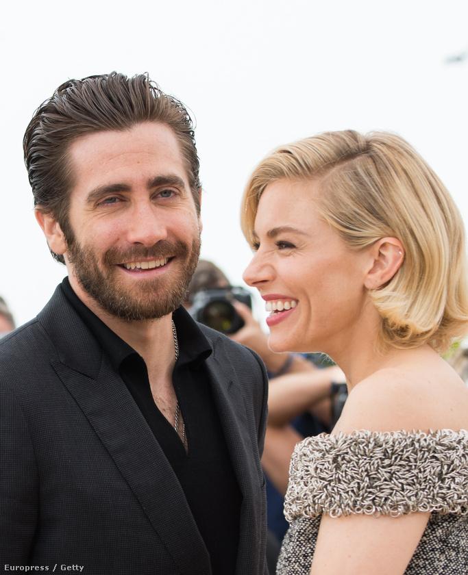 Mondjuk sajnos hiába, mert lapértesülések szerint Gyllenhaal Ruth Wilson színésznővel jár