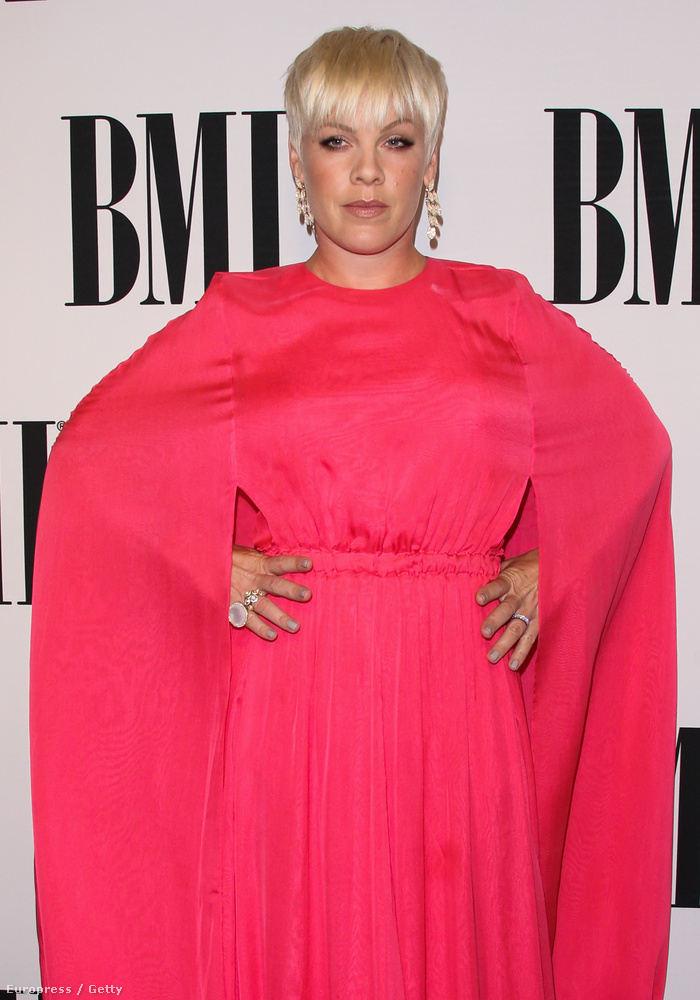 De komolyan, ember nincs, aki ebben a ruhában jól nézne ki
