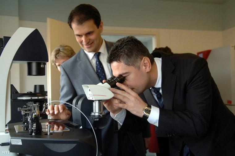 Vereczkey Attila és Horváth Csaba, korábbi budapesti főpolgármester-helyettes a CIRIS Budapest Nemzetközi Reprodukciós Intézet megnyitásán, 2008-ban.