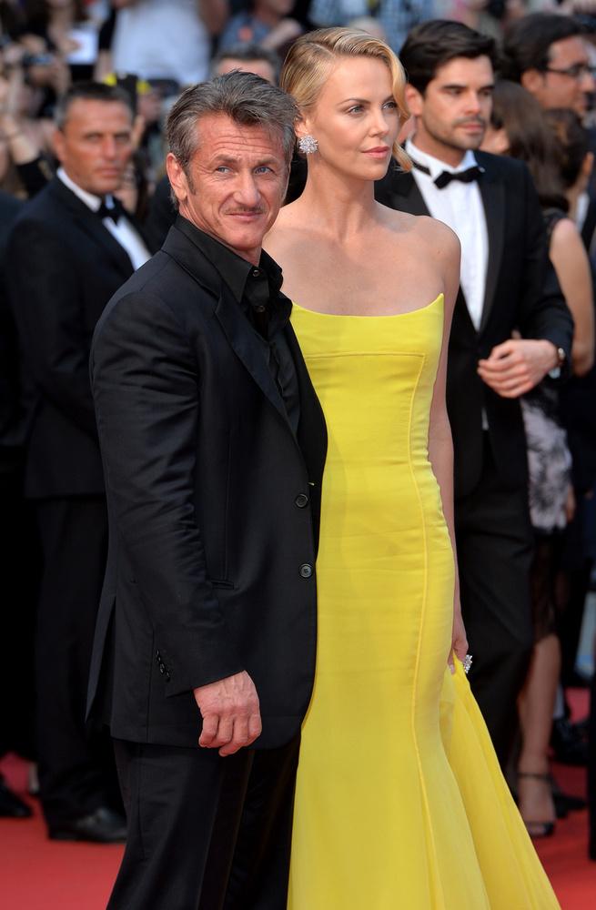 Theron elég magas, Sean Penn meg nem
