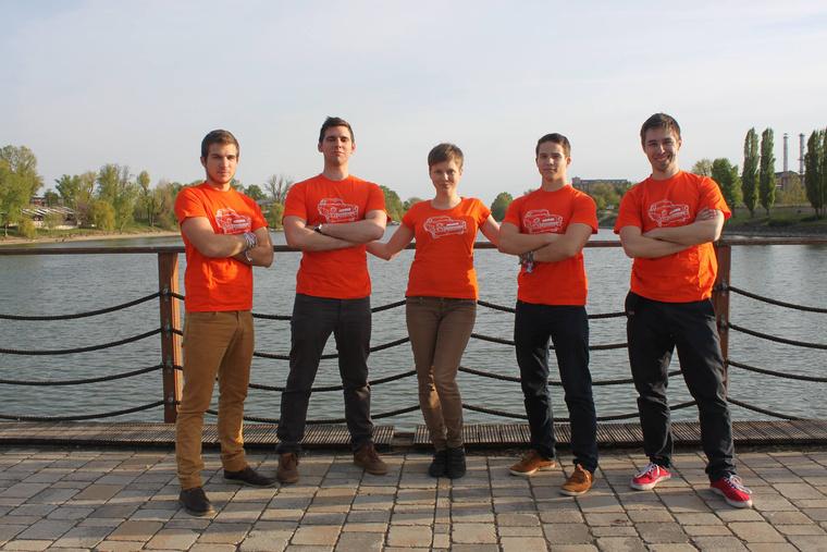 Fábián Balázs, szoftvermérnök; Simon András, társalapító és CTO; Réti Virág, társalapító és CEO; Fábián András, VP of Engineering; Mészáros Tamás, UI/UX dizájner