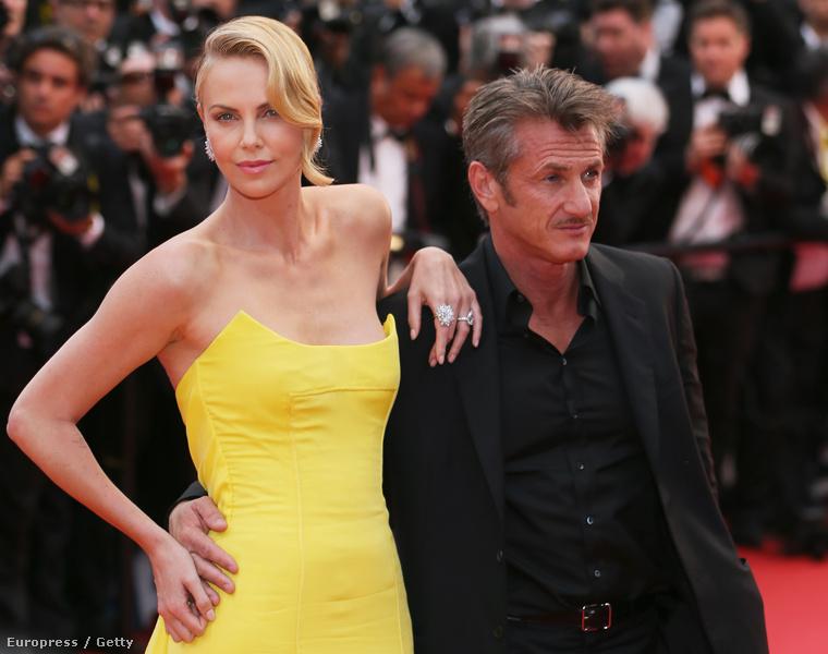 De térjünk vissza Theronékhoz! Milyen jó, hogy Sean Penn nem nőtt nagyra (173 centi), és Charlize Theron (177 centi + cipő) tud a vállán támaszkodni
