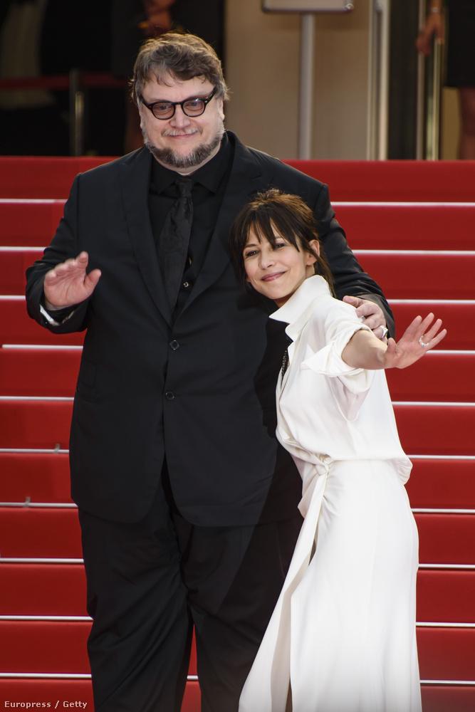 Ha már a méreteknél tartunk, Guillermo de Toro rendező és Sophie bugyis Marceau között is van centi