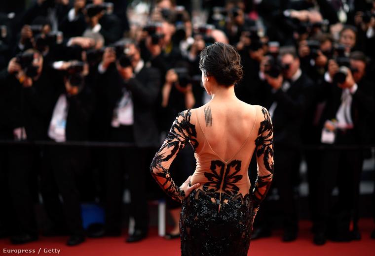 Michelle Rodriguez hátulról